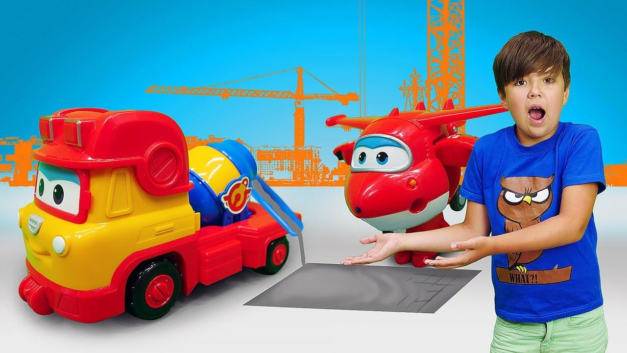 Новые истории про машинки. Супер крылья ремонтируют дорогу ...