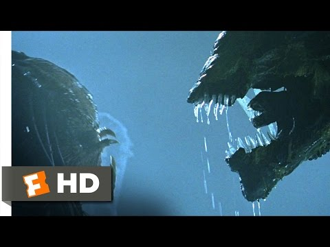 AVP: Alien vs. Predator (2004) - Battling...