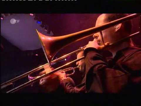 Tom Jones - Help yourself ( Live in Concert )