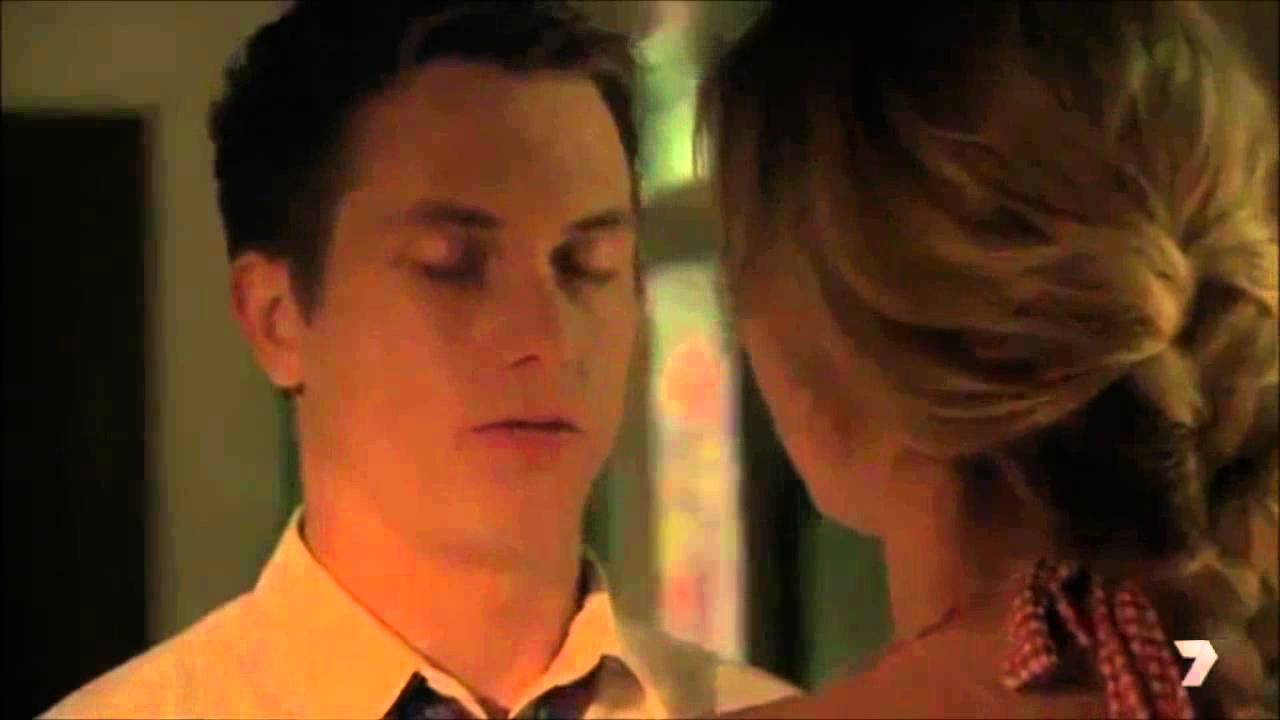 Maddy And Oscar Kiss Home And Away 4th August 2014 Youtube