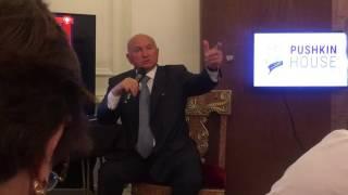Юрий Лужков о плане по сносу пятиэтажек