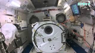 「きぼう」の船内にある実験装置や保管室などを案内する油井宇宙飛行士 ...
