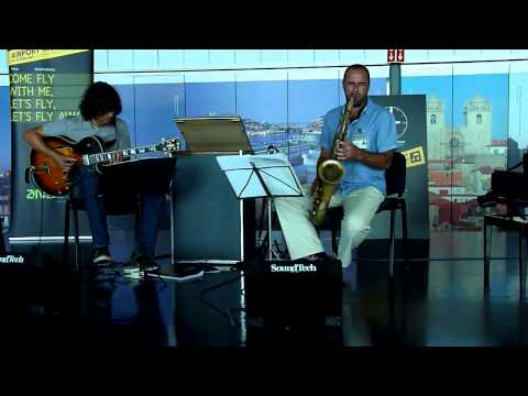 Portugal 2014:  Jazz-Latin duo at airport