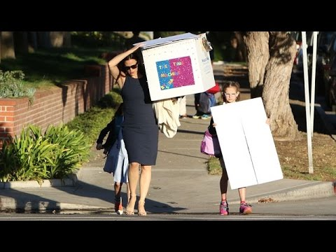 Jennifer Garner Carries Seraphina's Time Machine In Brentwood