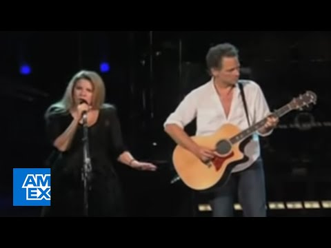 Stevie Nicks and Lindsey Buckingham Sing