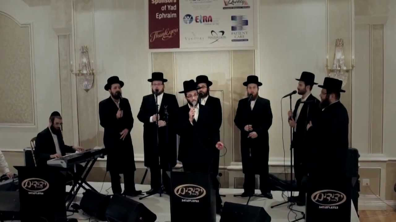 Shaya Ilowitz & Yedidim Choir Sing At Yad Ephraim