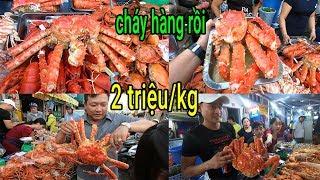 Sốc: Lần đầu vỉa hè Sài Gòn bán Cua Hoàng Đế 2tr/kg khách tranh nhau mua hết trong nháy mắt