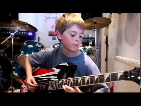anak Umur 11 tahun main gitar - Canon Rock