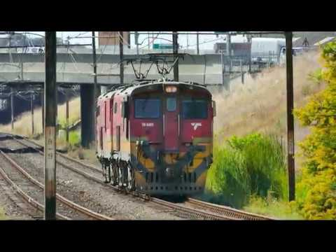 TRANSNET freight rail - Electrics: 2017 02 06 10h00 OOSTERZEE E18's running light to head ROVOS