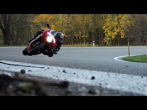 Knee down with Aprilia RSV 1000