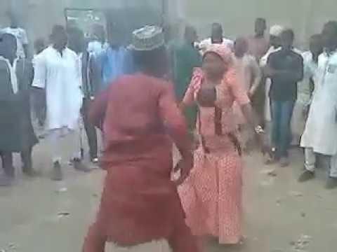 Sabuwar Rawar Mace Da Namiji A Dandali