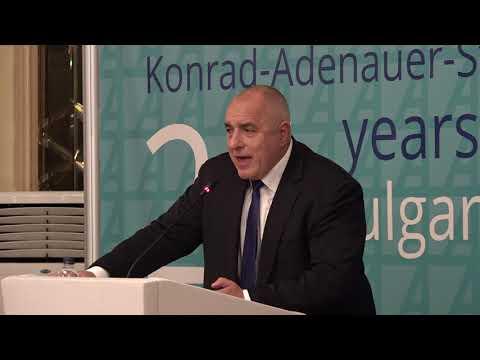 Бойко Борисов: Поздравих нашите партньори от фондация Конрад Аденауер за техния 25-и юбилей от началото на дейността им в България. Фондацията оцени високо направеното в страната ни в последните години. Тази година ще финишираме с над 120 млрд. лв. БВП. Бюджетите ни вече няколко години са на излишък, контрабандата е под 5%, безработицата е под 5%, имаме огромен фискален резерв. Сигурен съм, че тези финансови показатели ще ни помогнат за членство в Еврозоната, което гарантира на инвеститорите, че иконимиката е стабилна.