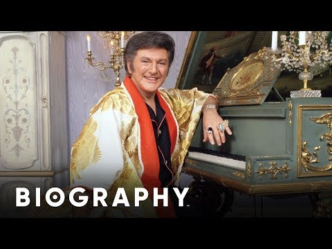 Liberace - Pianist & Performer | Mini Bio | Biography