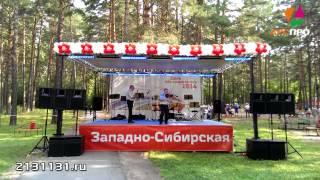 Сцена с крышей, звуковое оборудование аренда Новосибирск(На сцене инструментальный дуэт