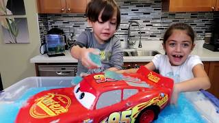 Disney Cars Lightning McQueen Car Wash with Zack and Heidi