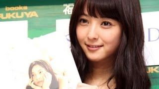 モデルで女優の佐々木希さんが9月7日、東京都内で写真集「ささきき」(...