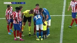 Sami Khedira schießt dem Schiri aus Versehen den Ball ins Gesicht | DAZN