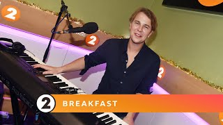 Gambar cover Tom Odell -  Rockin' Around The Christmas Tree - Radio 2 Breakfast