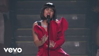 Alessia Cara - Scars To Your Beautiful  (Live At The MTV VMAs / 2017)