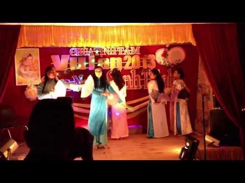 Chua Tinh Tam- Fan Dance