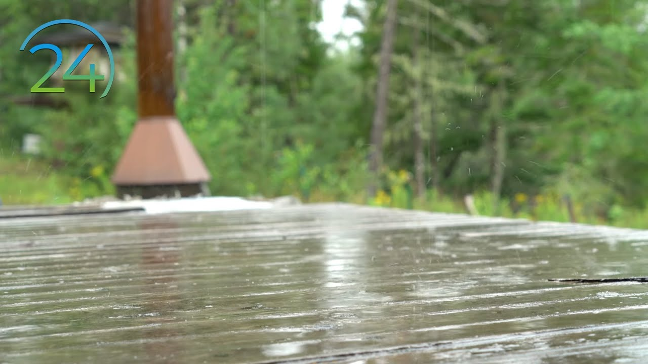 Rain on Wooden Deck 10 Hours - Relaxing Water - Soft Pitter Patter of  Raindrops