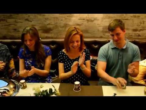 Чем развлечь гостей за праздничным столом. Увлекательная игра. Видео restoreum.ru