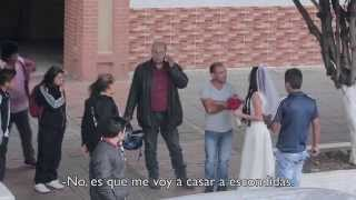 Novia plantada en la puerta de la iglesia