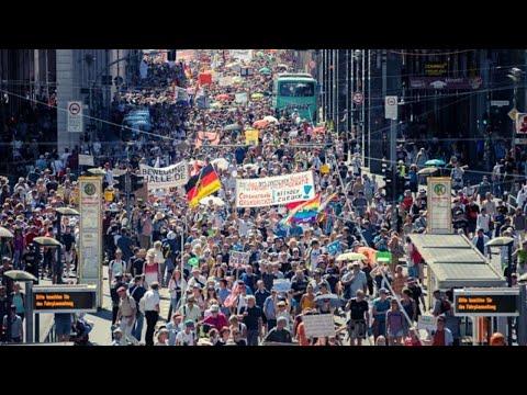 Жители Берлина вышли на митинги против ограничений из-из COVID-19