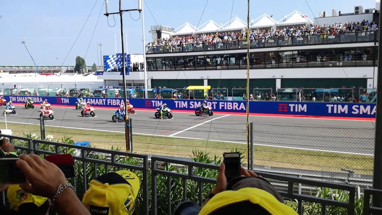 Partenza MotoGP Misano. Tribuna centrale - YouTube