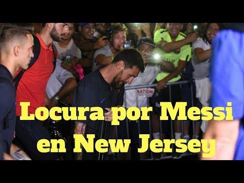 Messi aclamado al llegar a New Jersey