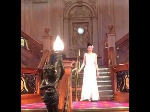 Model In Wedding Dress Falls Down And Loses A Shoe During The Ulster Bride Show 2017 Video Hq You