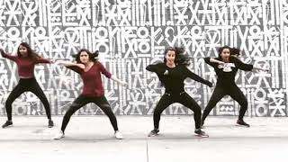 In Aankhon Ki Masti Ke || Dance Moves || Watch their Amazing Dance Moves with an Awesome Song.👆😎
