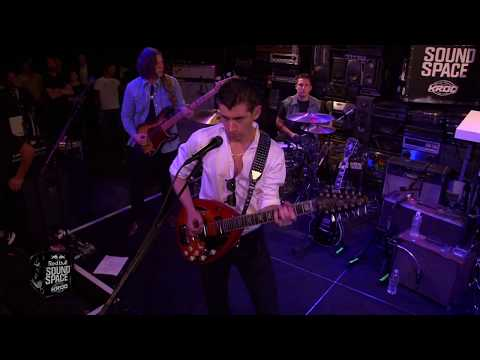 Arctic Monkeys - Do I Wanna Know?(Live)