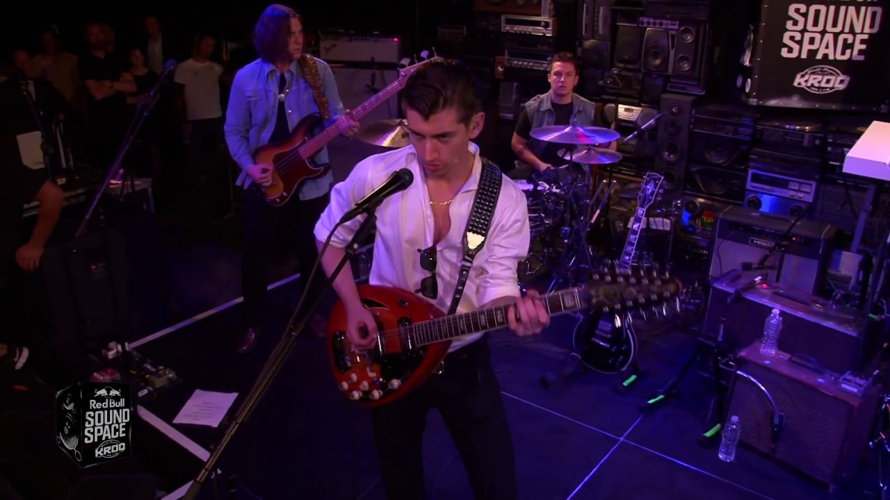 Arctic Monkeys - Do I Wanna Know?  (Live)