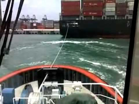 boyanis harbour tug.2