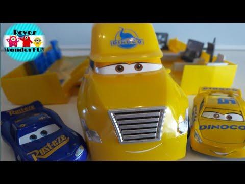 Disney Cars Cars 3 Cruz Ramirez/'s Hauler Playset