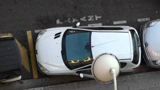 Парковка во Франции, в Париже и в Ницце / Parking in Paris(Видео показывает, как люди паркуют свои автомобили, буквально расталкивая соседние машины. Это считается..., 2010-08-19T09:53:15.000Z)