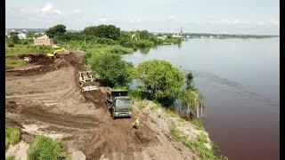 Военнослужащие ВВО ведут борьбу с паводком в Амурской области — видео