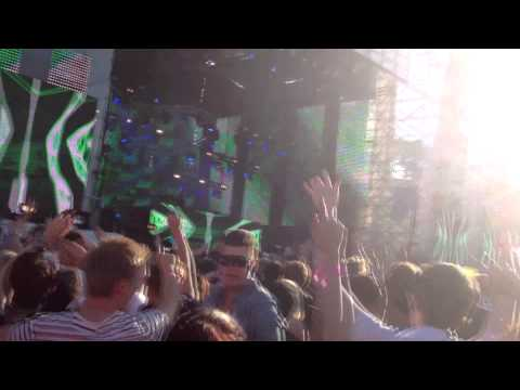 Alesso live @ Summerburst 2012 Stockholm Clash /w Somebody I used to know Intro