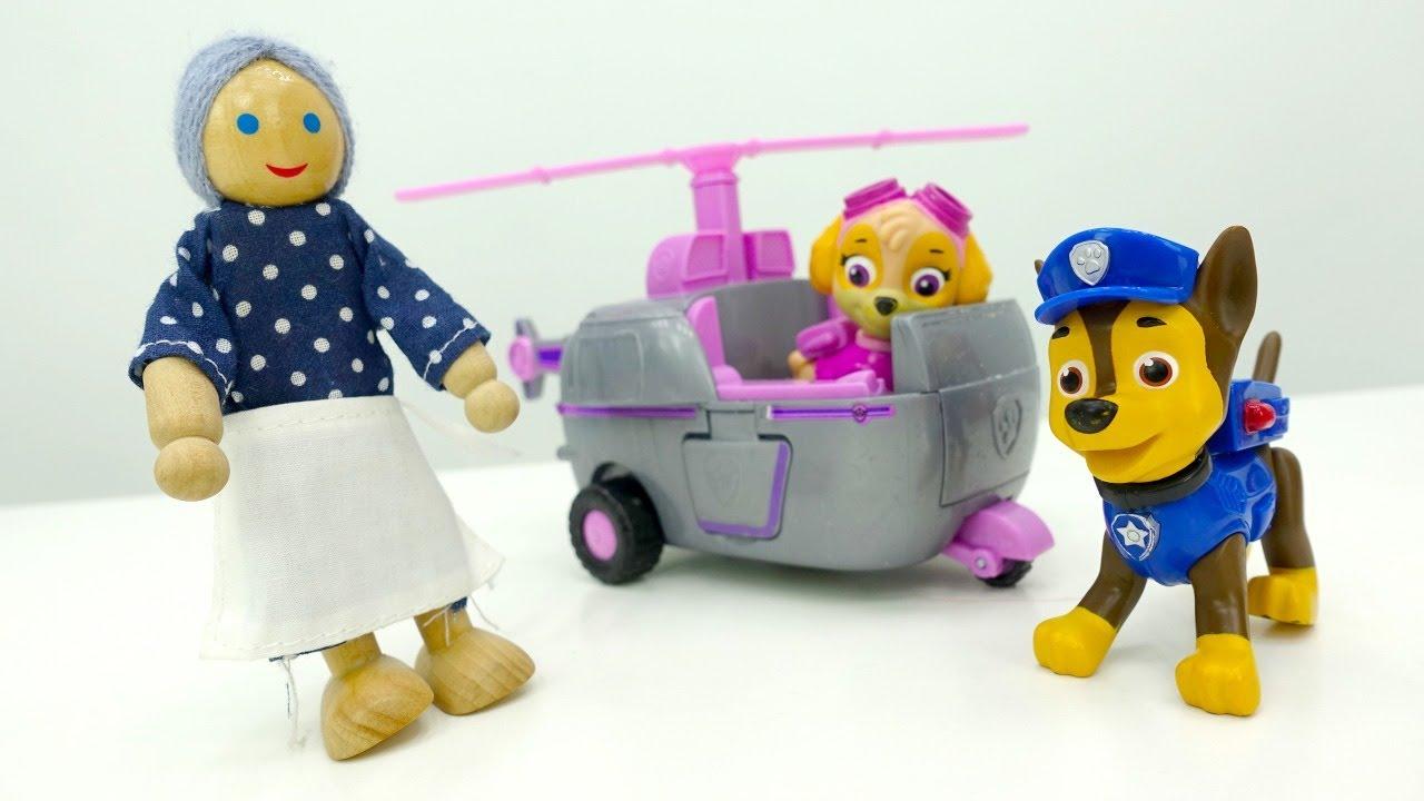 Video e giochi per bambini. I Paw Patrol salvano una nonnina. Giocattoli educativi.