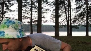 На самых красивых озёрах Сибири баянист играет и поёт ваши песни за 300₽