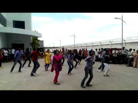 Cognizant Coimbatore DejaVu Flashmob 2013 - YouTube