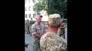 Появилось видео, как солдаты задерживали пьяных командиров своей бригады