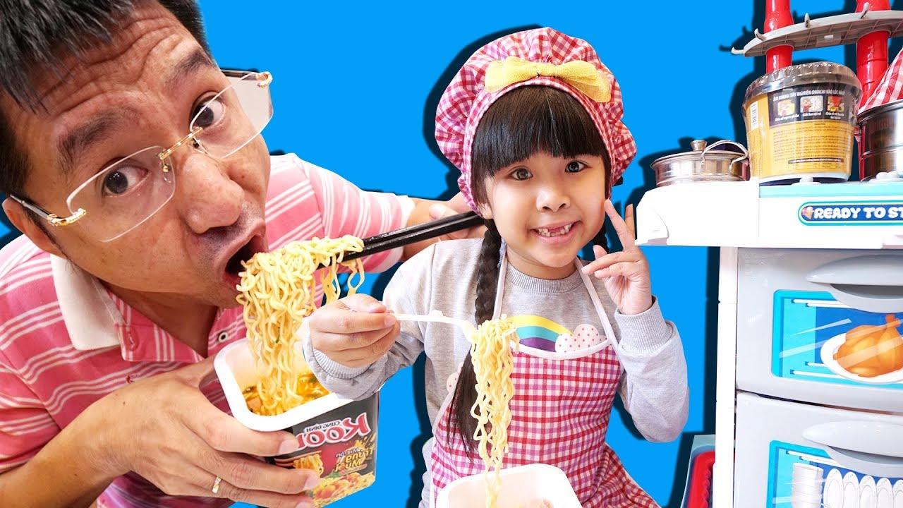 CỬA HÀNG ĂN SÁNG BÉ BÚN: TRÒ CHƠI NẤU ĂN | Cooking w Kitchen Playset