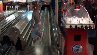 Боулинг для детей Игроленд в ТЦ Караван Киев bowling KIDS(Боулинг для детей в Игроленде (bowling kids) который находиться в ТЦ Караван Киев. Детский боулинг очень увлекате..., 2015-06-23T20:50:09.000Z)