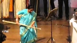 Asha Bhosale Live in Concert in Goa dancing on Marathi Song