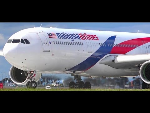 CLOSE-UP ● Malaysia Airlines Airbus A330-323 - Landing & Takeoff Melbourne Airport