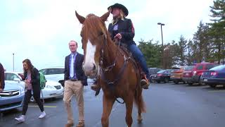 Viral-video Wendy's horse visits RMU