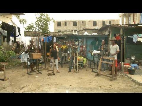 شاهد: فرقة كونغولية تستعين بالقمامة في كينشاسا لإنتاج آلات موسيقية …  - 16:53-2019 / 6 / 24