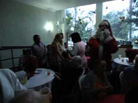 Natal no Residence Care - Papai Noel animando a festa